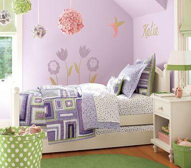 Quarto de menina lilás com pompons, decoração, cor, estilos e muitas idéias
