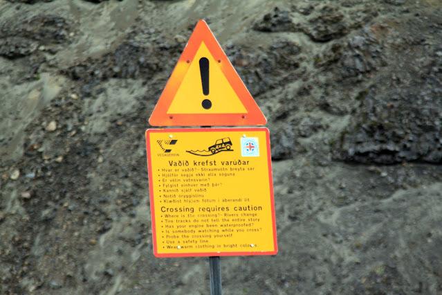 Landmannalaugar-Cartello pericolo guadi