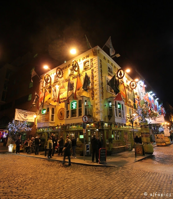 Temple bar di notte-Dublino
