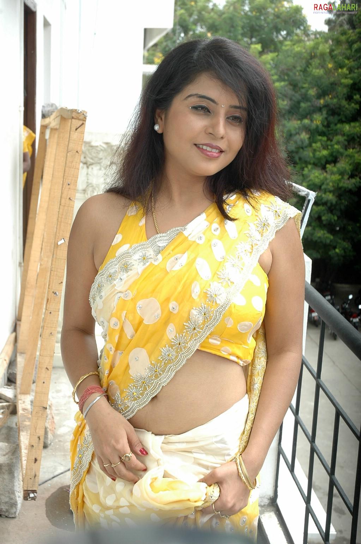 Indian Celebrity Sexy Girls Prachee Adhikari Hot Navel