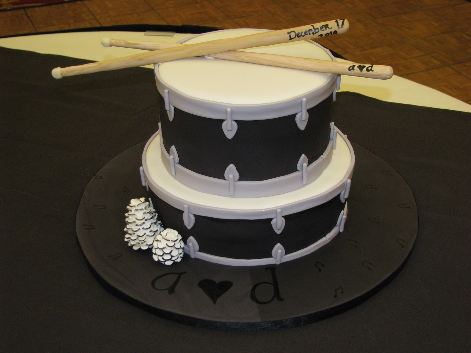 How To Make A Drum Cake With Fondant