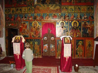 Олтара в храма