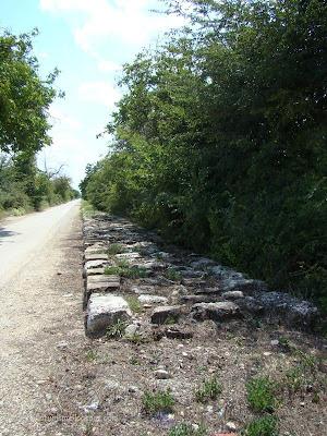 Стар каменен път свързващ Голямата базилика с крепостта Плиска