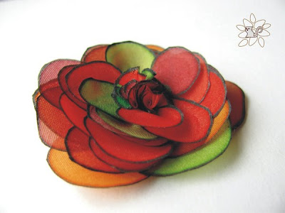 raudona žalia šilko rožė, šilko tapyba / red green silk rose, silk flower, silk painting
