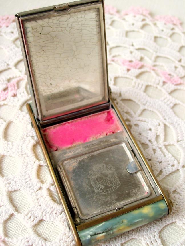 Vintage Makeup Compact 95