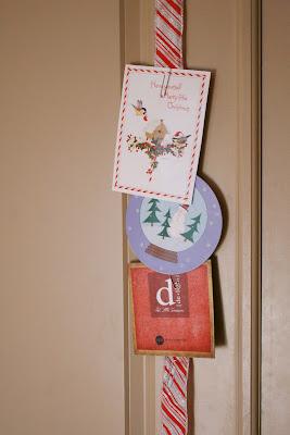 A Creative Way To Display Christmas Cards With Christmas