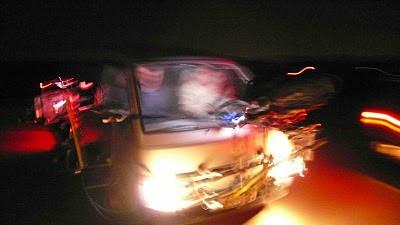 foto de rodaje con car mount exterior noche
