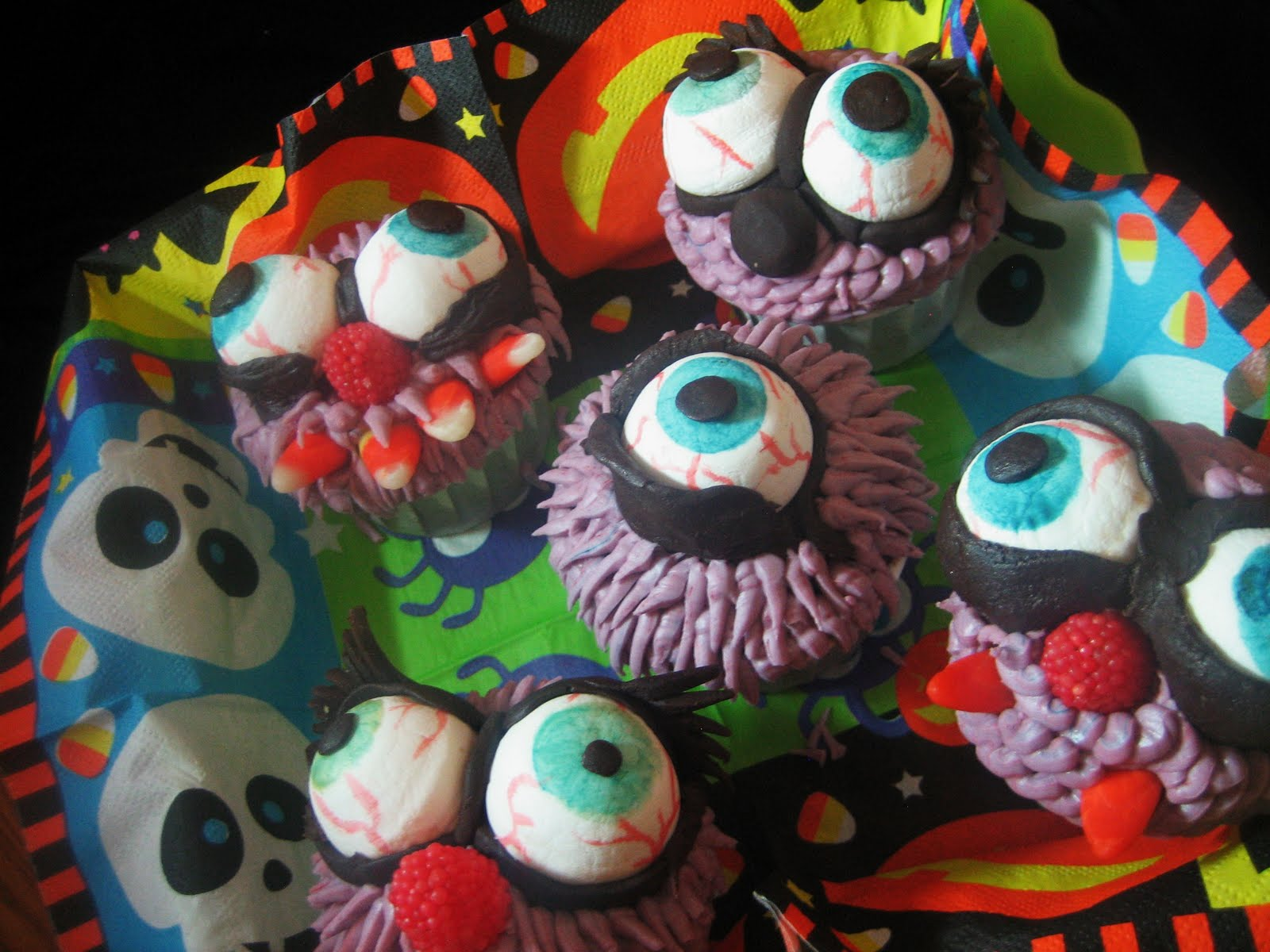 Chef Tess Bakeresse: Halloween Monster Eyeball Cupcakes