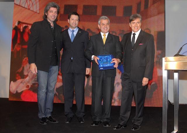 1020+Sergio+Rocha,+presidente+de+GM+Argentina+recibe+el+premio+Distinci%C3%B3n+RSC+2010