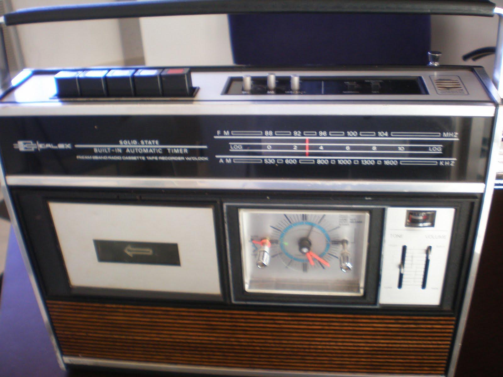 26aa4299860 AM DE 1530 A 1600. KHZ. FM DE 76 A 104 MHZ. MODEL TDK-791 ANO DE FABRICADO  EM1963 NO JAPÃO. RECORDER CLOCK ,LINDÍSSIMO RADIO GRAVADOR COM RELÓGIO A ...