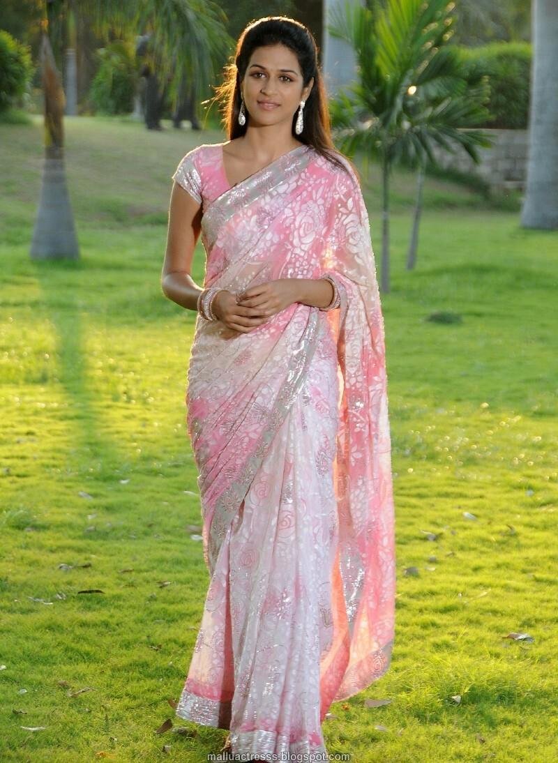Hot Saree Blouse Navel Show PHotos Side View Back Pics ...