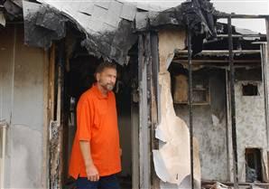 a1197bc1d20 O John Anderson έμενε σε ένα trailer και όταν ο Tavares επιτέλους το βρήκε,  το έκαψε ολοσχερώς!