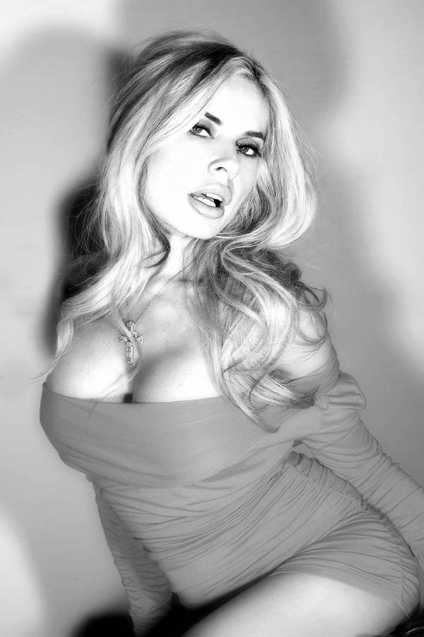 Amisha patel boobs - 3 part 1