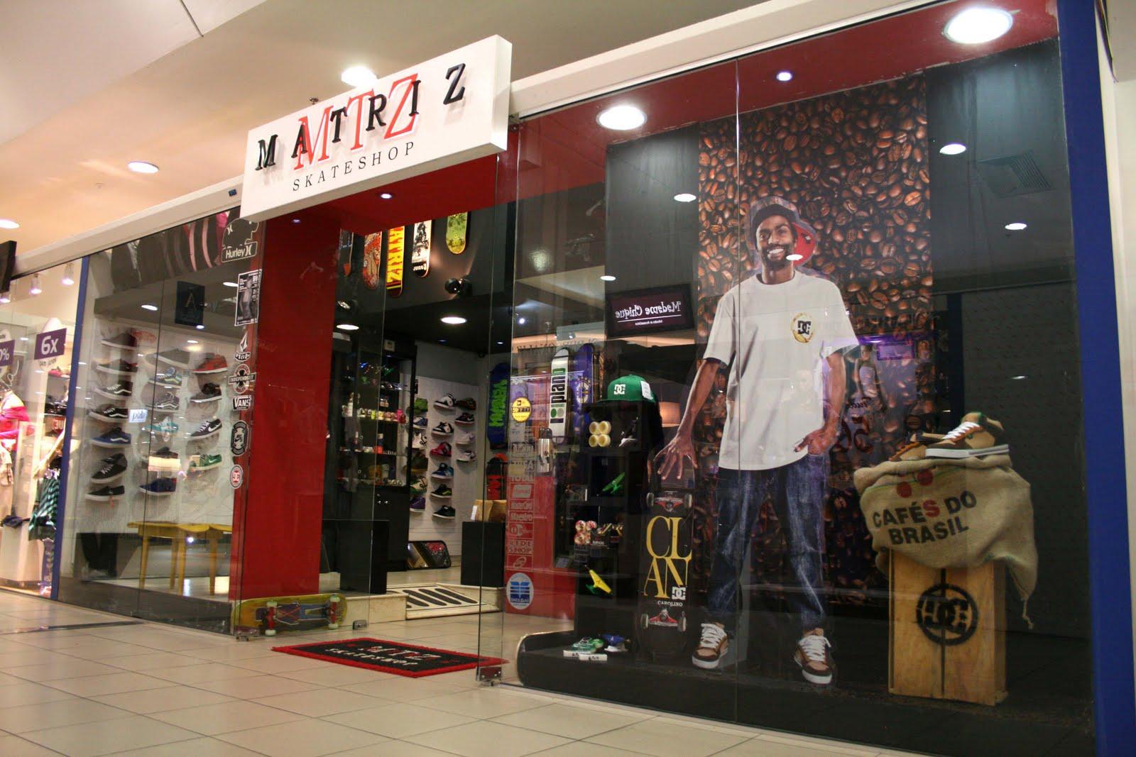 Para comemorar a chegada do tênis DC Shoes (Café) Alex Carolino a Matriz  Skateshop montou uma nova vitrine passe na loja e confira! 3398bb5403b