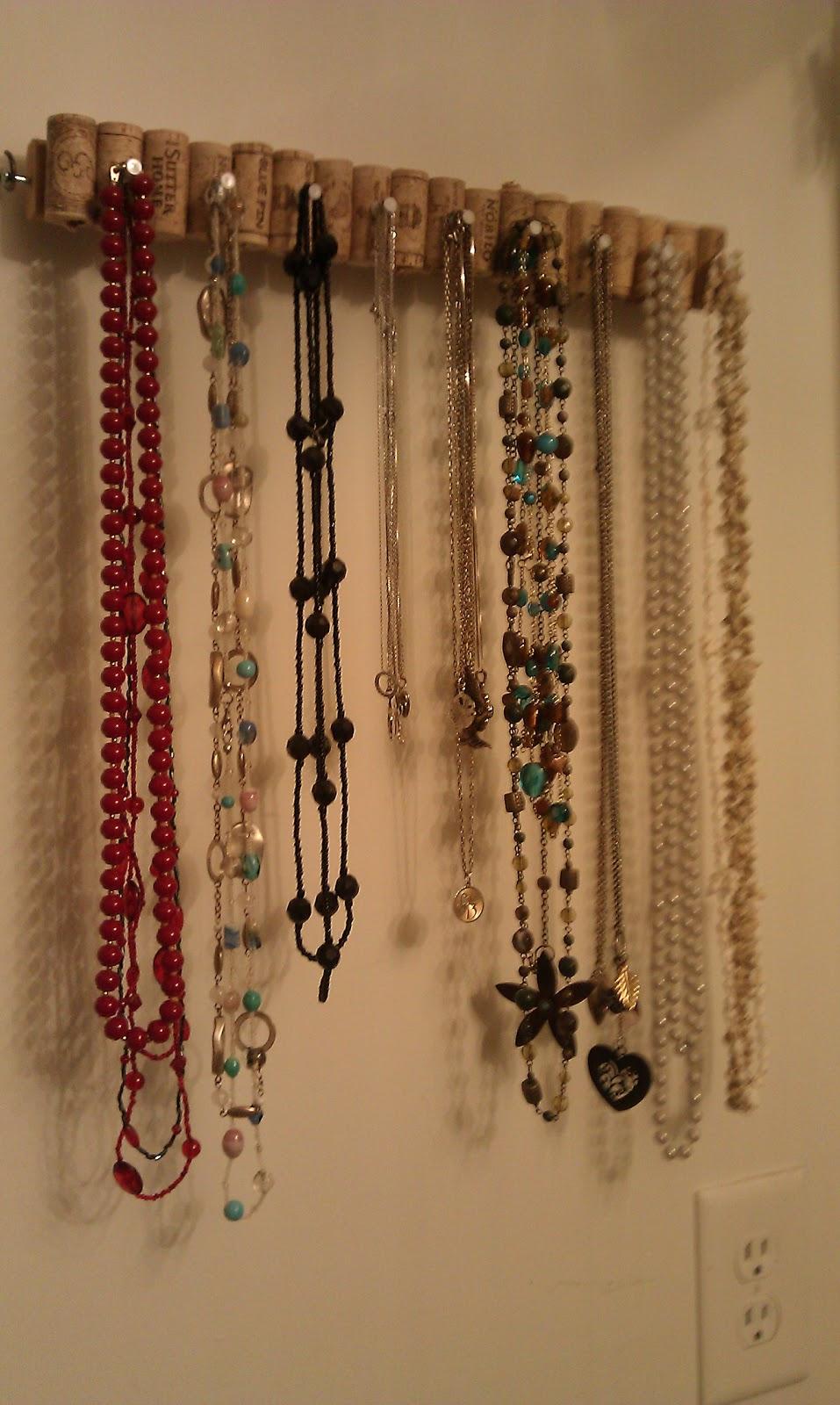 The Wannabe Hippie: DIY: Necklace holder