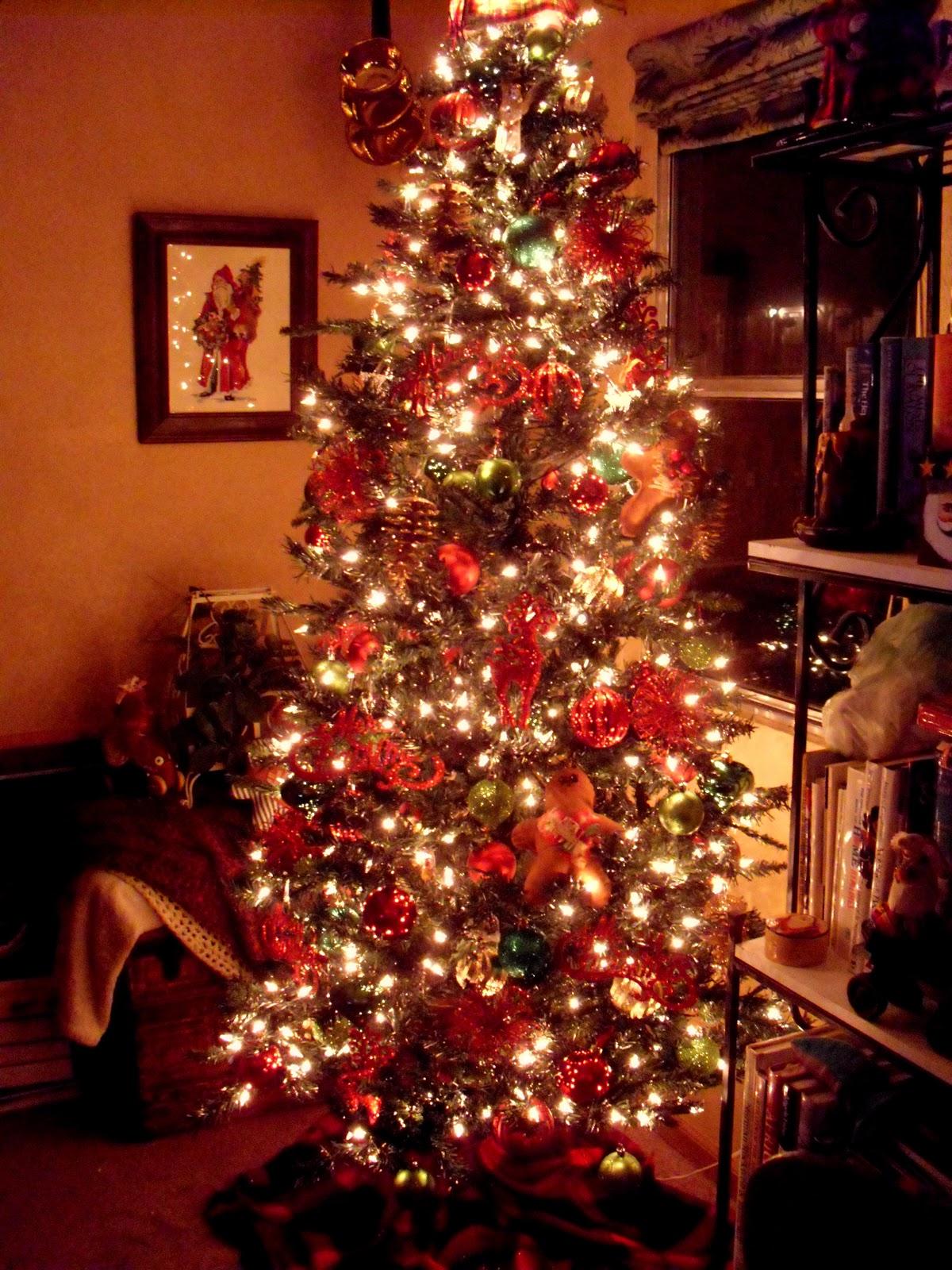 My Primitive Nest: Decorating the Christmas Tree