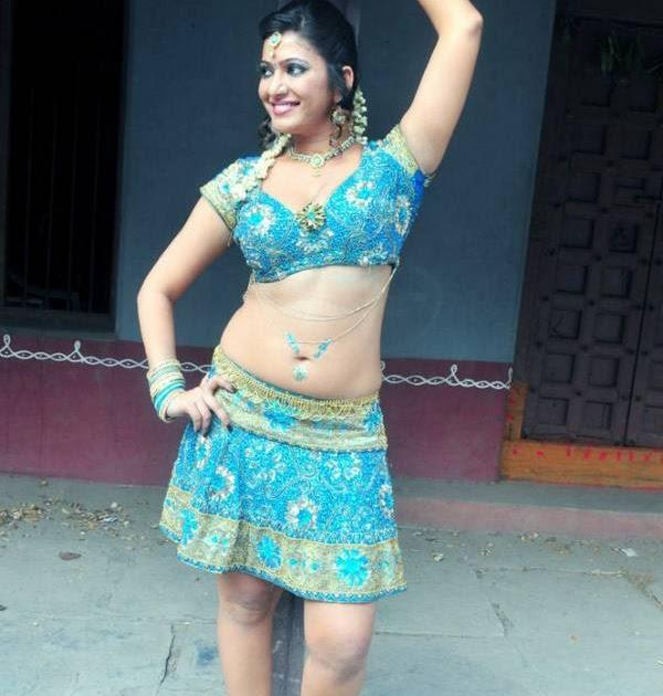 Hot Gallery: Taslima Sheikh Hot Desi Mallu Aunty Showing