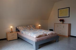 Ferienwohnung Franz Travemünde. Ferienwohnung 1: Schlafzimmer mit Doppelbett.