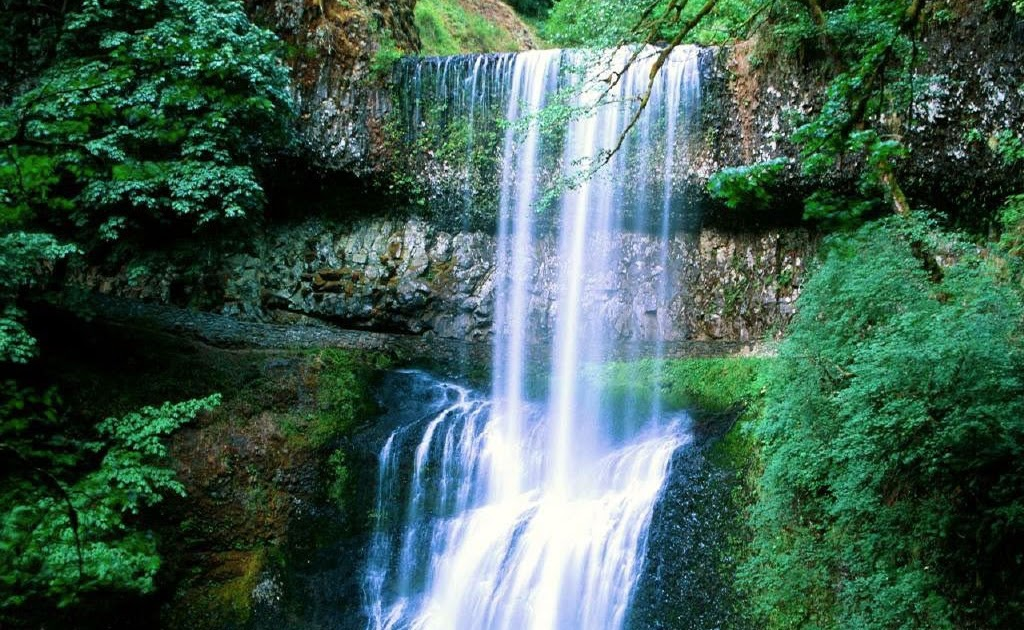 PICTURES: Most Beautiful Waterfall Wallpapers