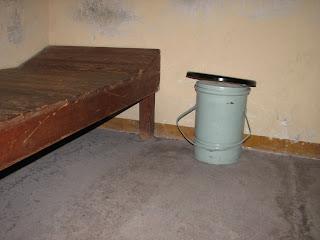 jede std auf toilette