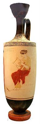 Musa en el Helicón. Probablemente Calíope. Lekitos de fondo blanco. Atribuido a Aquiles el pintor. 445 a.C.