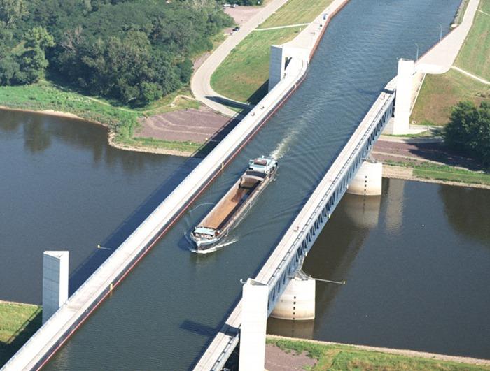 Keindahan jembatan magdeburg