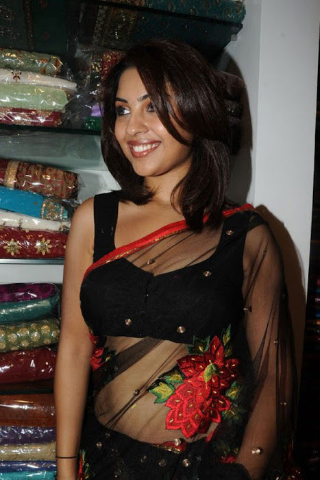 richa new updated in hot images