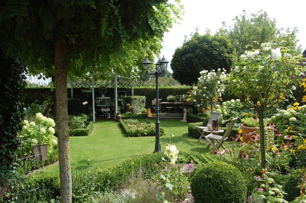 gartengl ck in the garden. Black Bedroom Furniture Sets. Home Design Ideas