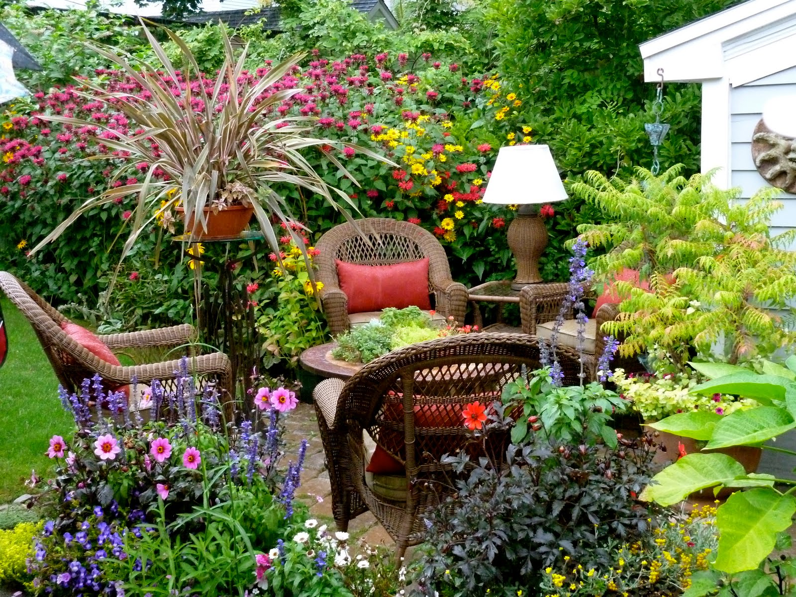 clay and limestone: Big Ideas From Small Gardens ~Buffa10 on Tiny Back Garden Ideas id=78379
