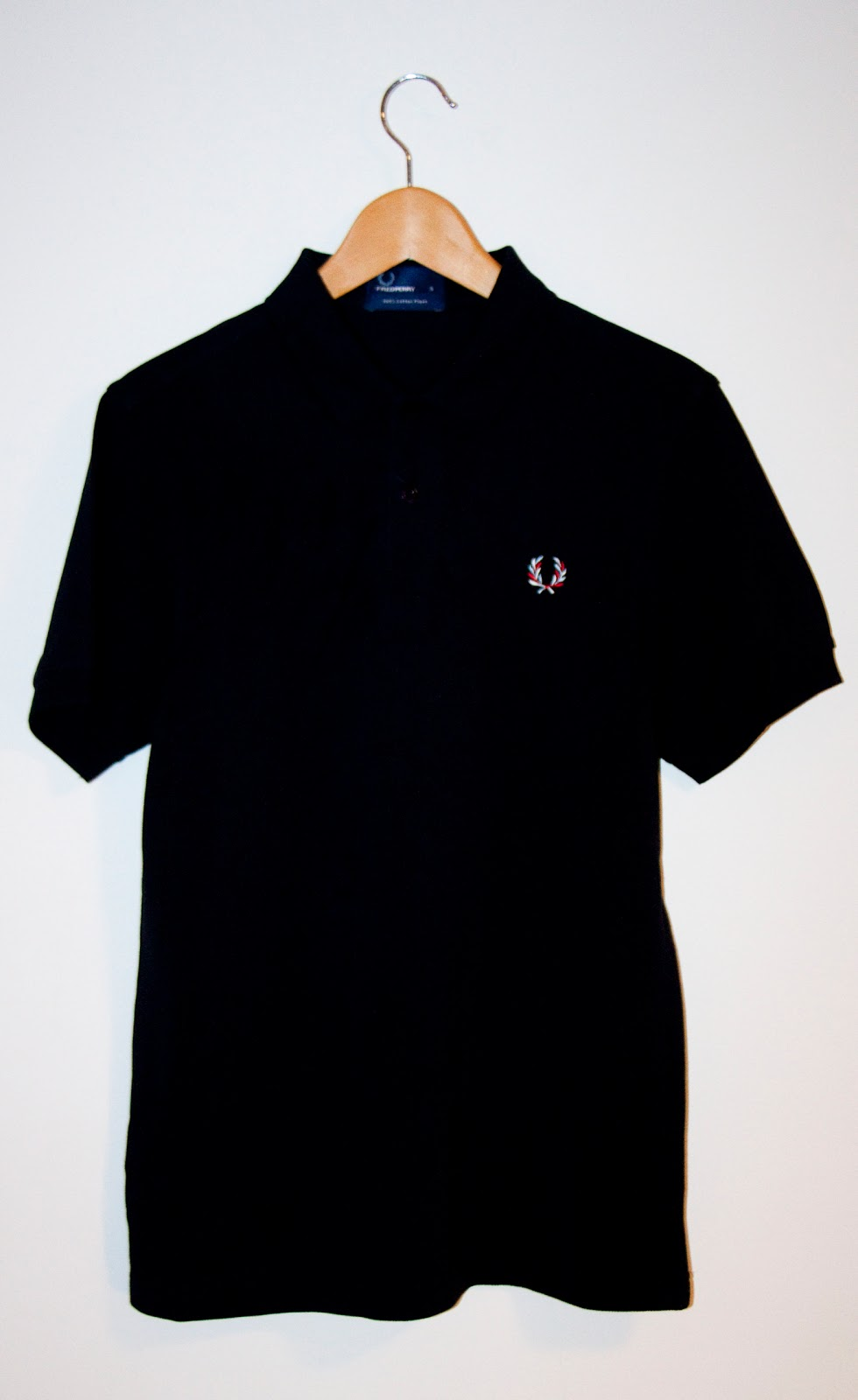 c5e2e6bb0 MES MODES: 100 % Authentic Fred Perry Polo Tee