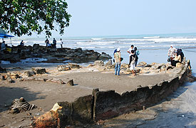 talk less write more...: Keelokan Pantai Air Manis dengan