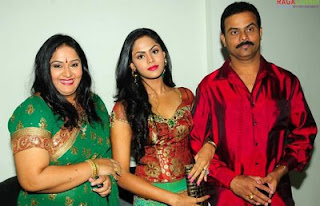 Actress Karthika – Family Photos
