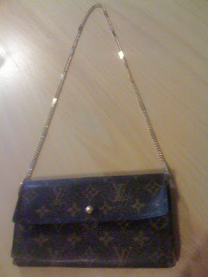 4504e3b6c026 I used to have a couple of Louis Vuitton bags, but I sold them a couple of  years ago on Ebay. I've just given away some bags I didn't want anymore, ...