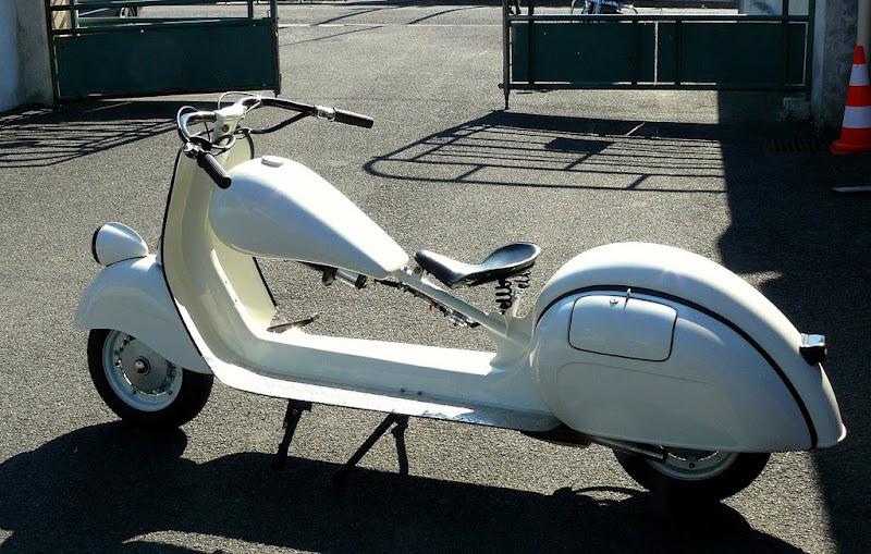 Motos Custom-http://4.bp.blogspot.com/_a_i7eo7yefU/S1Q_yybex-I/AAAAAAAAEUs/9uhWnx2KkAg/s800/vespa+custom3-755448.jpg