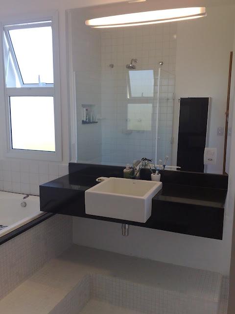 Decoração de lavabo com granito preto. Blog Achados de Decoração