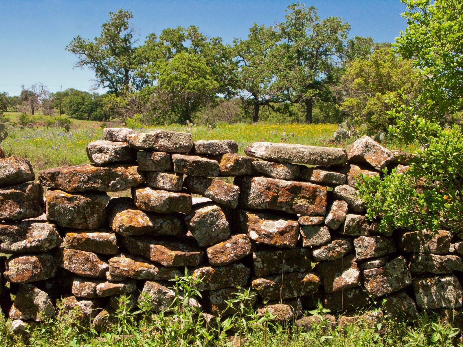 http://4.bp.blogspot.com/_ajukJB2z0XI/S9xRYkBPkRI/AAAAAAAAAGo/IyNvF1SDMW4/s1600/Rock+Wall+Sandy_3.jpg