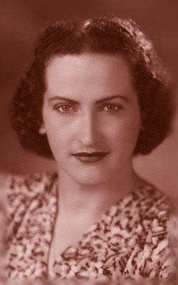 Helena Kolody (Cruz Machado, 12 de outubro de 1912 — Curitiba, 15 de fevereiro de 2004) foi uma poetisa brasileira.