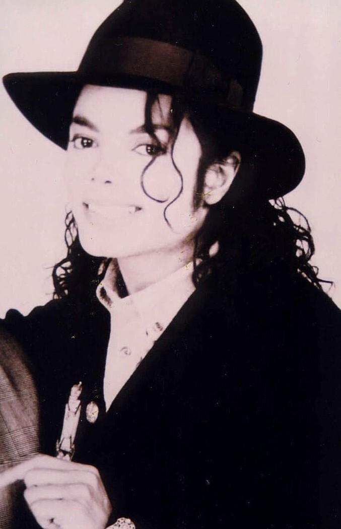 Los objetos que pertenecieron a Michael Jackson enloquecen a casas de  remate del mundo entero 5bc5415b899