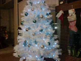 White Christmas Tree With Blue Lights.Pretty In Pink Knitty Kitty Palace New White Tree