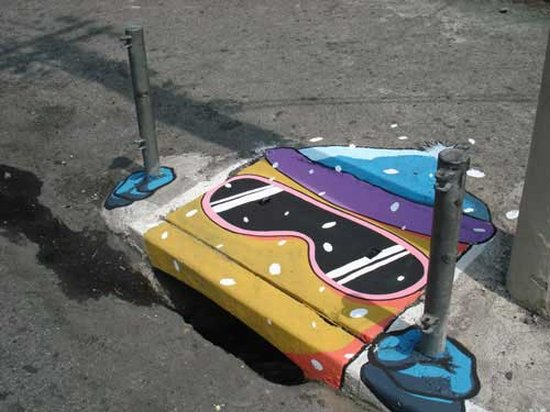Paintings on sewage hatches: make the city more beautiful