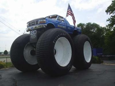 [Image: Auto-Moto-giant-wheels-01.jpg]