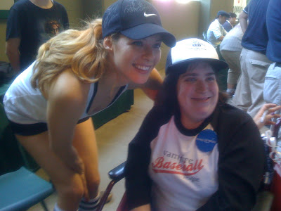 Rachelle en el Vamp. Baseball (Julio 4, 2009)
