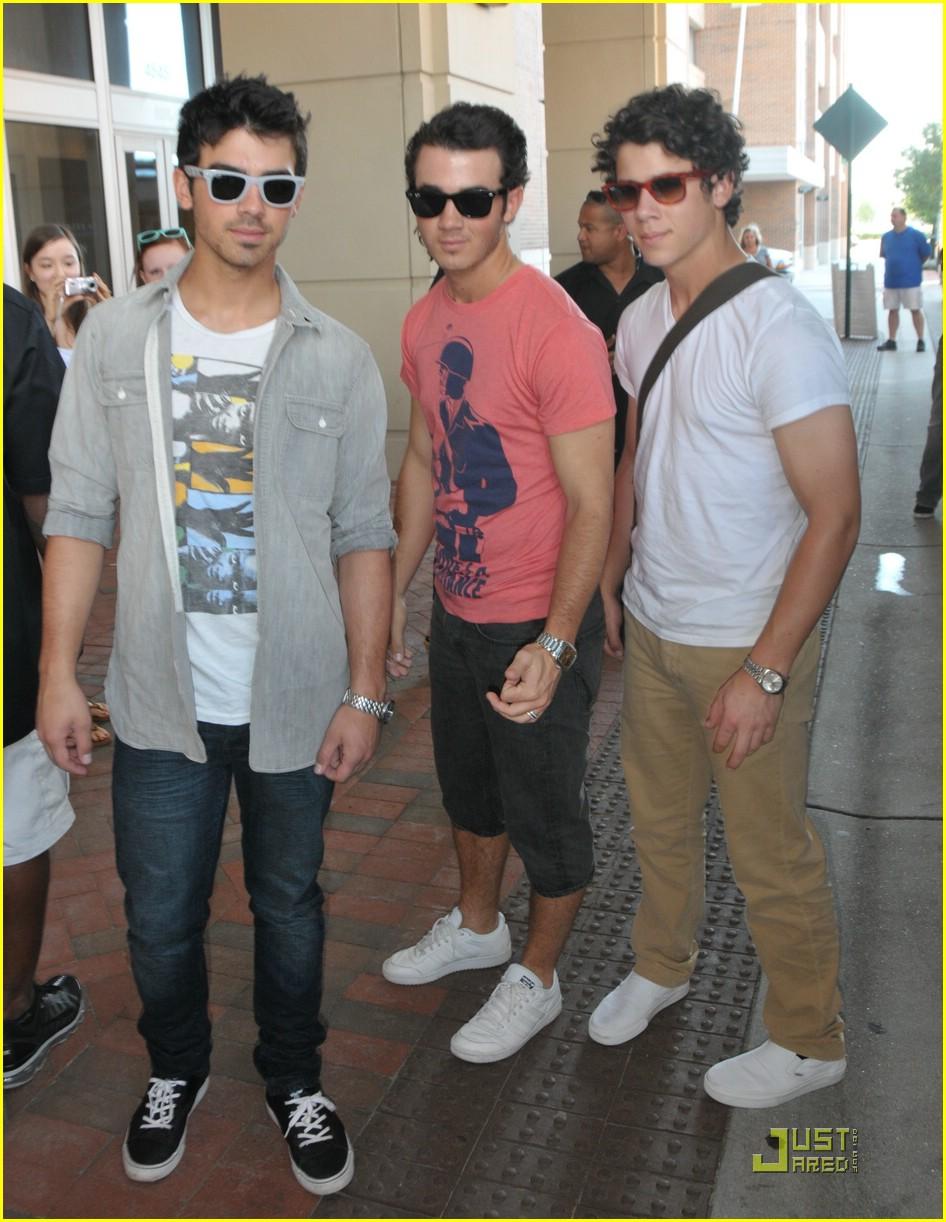 The jonas blog jonas brothers en virigina beach - Jonas brothers blogspot ...