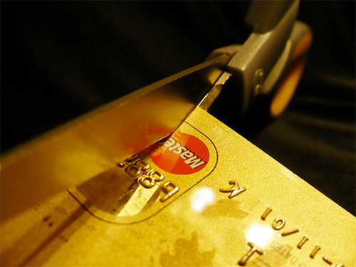 Hackers strike at MasterCard, Visa to support WikiLeaks !