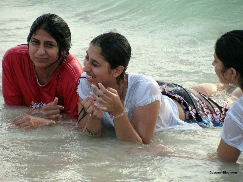 hot desi girl naked water - Desi girls all wet in sea in transparent white clothes ~ 10 .