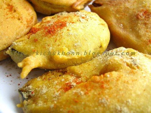 Kitchen e Kichu Khonn: Beguni / Batter Fried Eggplants