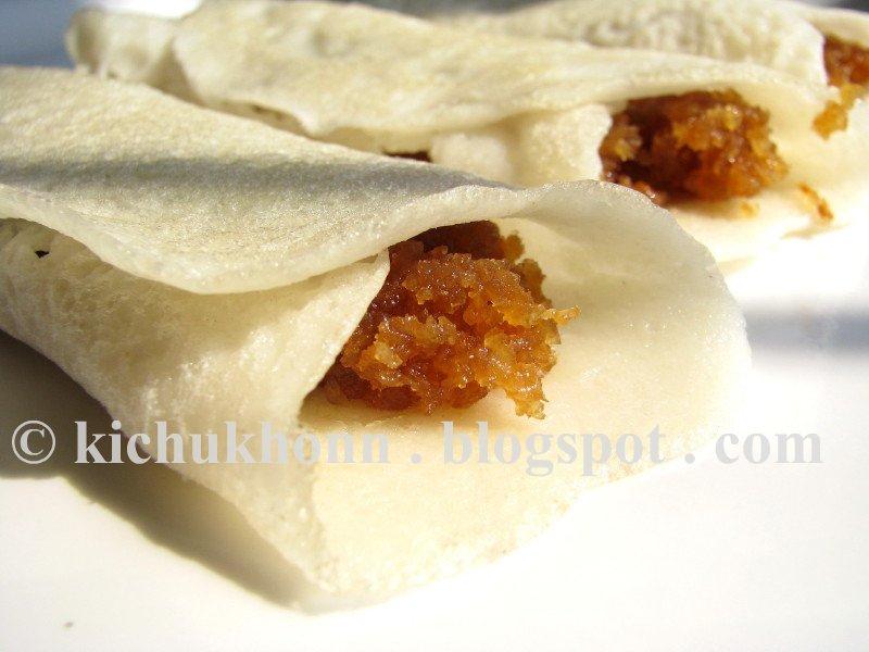 Kitchen e Kichu Khonn: Patishapta / Rice crepes with coconut