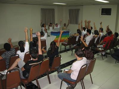 Participantes votam no tema da 1ª Parada LGBT de Jacareí