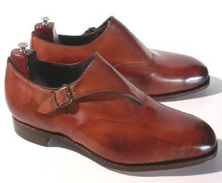 207ebba6ea3c5 Estos pueden ser destinados también a un uso más sport. Por ejemplo un  zapato de doble hebilla con algún dibujo en color vino pueden ser perfectos  para ...
