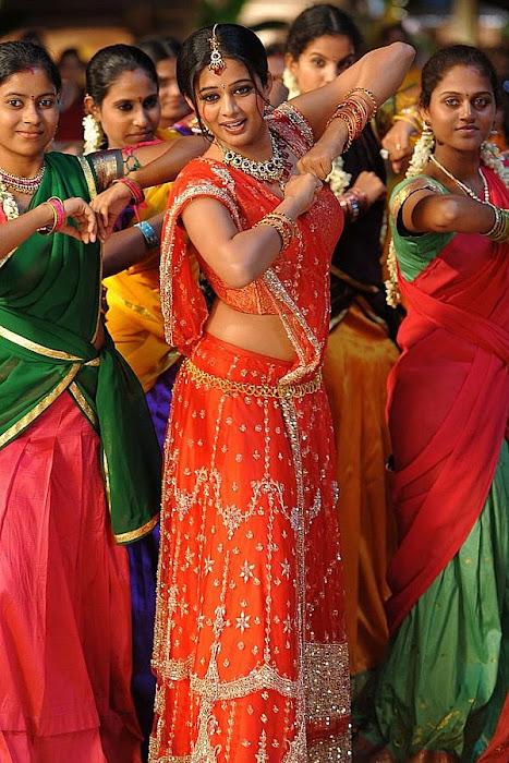 priyamani in saree from pravarakhyudu cute stills